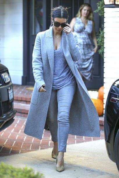Kim Kardashian es un foco de estilo. Para combinar tus pantalones 'denim...