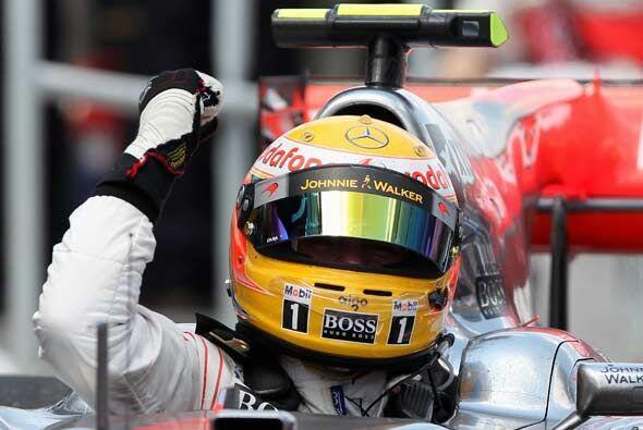 El piloto inglés hizo gala de sus maniobras perfectas en la pista.