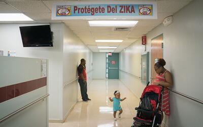 Familia en un centro de salud primario en Puerto Rico.