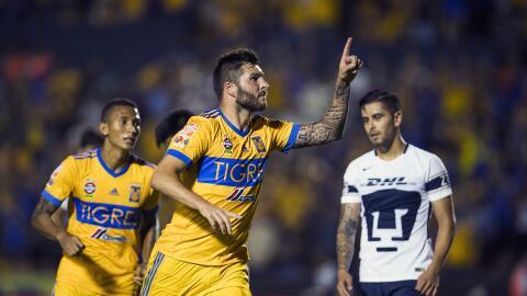 André Gignac festeja su gol ante Universidad.