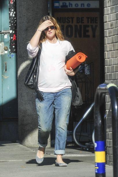 Drew Barrymore no dejó de practicar yoga aún durante su embarazo.