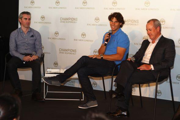 El tenista estuvo presente junto con directivos de la marca.