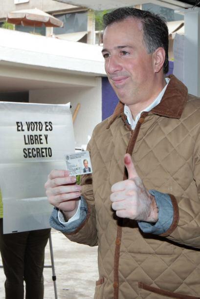 El canciller José Antonio Meade Kuribreña acudió a emitir su voto en una...