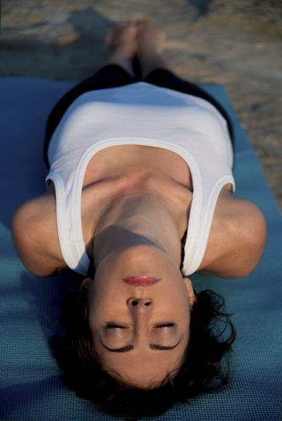 También es muy recomendable practicar ejercicios de respiración. Según l...