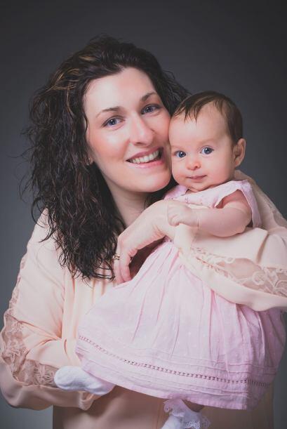 La mujer a quien su sistema inmune le impedía quedar embarazada, hoy gra...