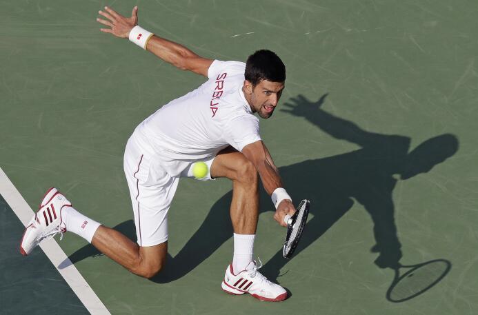 El serbio Novak Djokovic, número uno del mundo, inició con éxito su paso...
