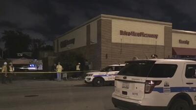 Conductor se estrella contra una tienda luego de ser baleado desde un auto en movimiento
