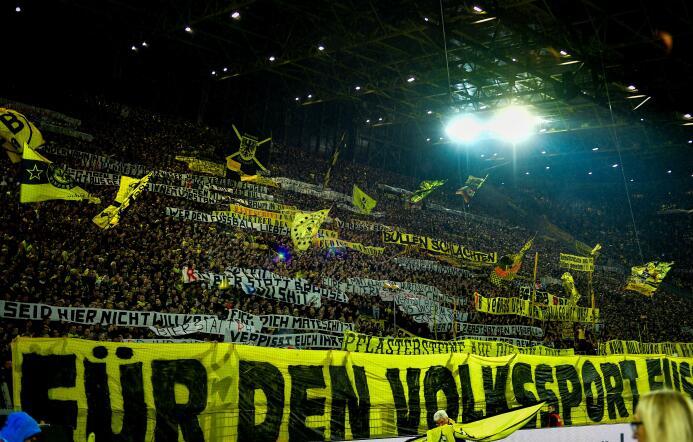 """Cuando """"La Muralla Amarilla"""" del Dortmund estalló en cólera GettyImages-..."""