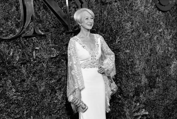 ¡Helen Mirren no sólo se llevó el Tony a Mejor Actriz a casa, además su...