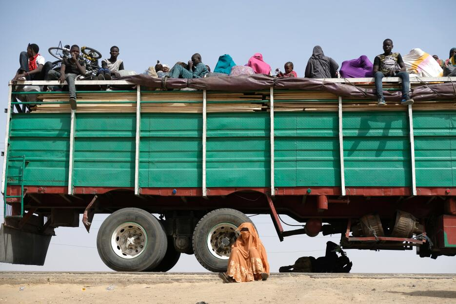 Nigeria: Refugiados descansan en el área de Muna Garage, en los alrededo...
