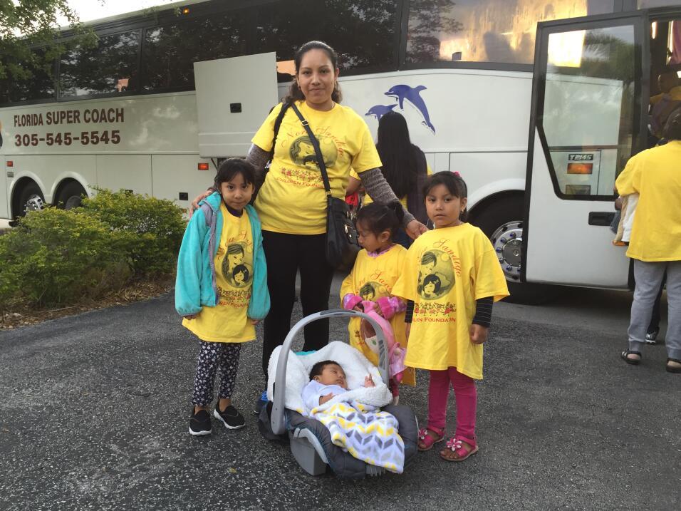 La indocumentada Teresa Choc López, madre de cuatro hijas ciudadanas est...