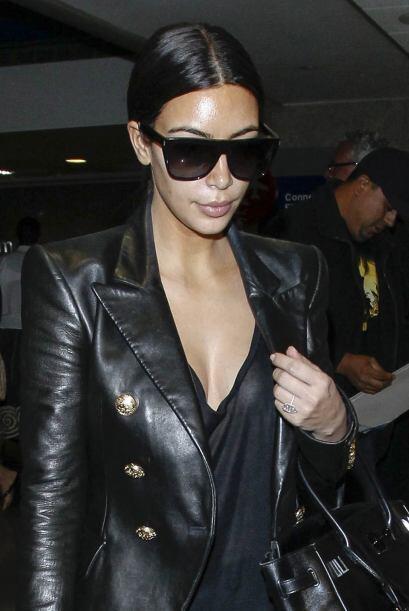 """Kim Kardashian sabe lucir sus """"nenas"""" en cualquier ocasión.  Mira los ch..."""