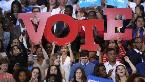 Clinton y Trump se esfuerzan por buscar los votos en Florida que definir...