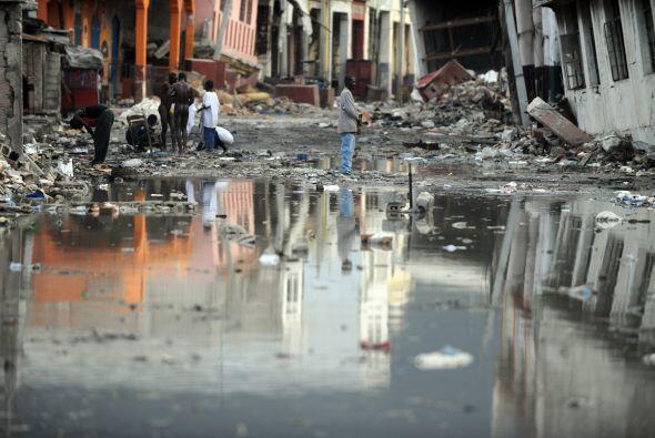 Los fuertes aguaceros también destruyeron decenas de viviendas, e inunda...