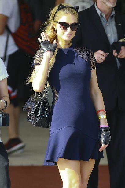 Así de coqueta y simpática vimos a Paris Hilton en Miami.