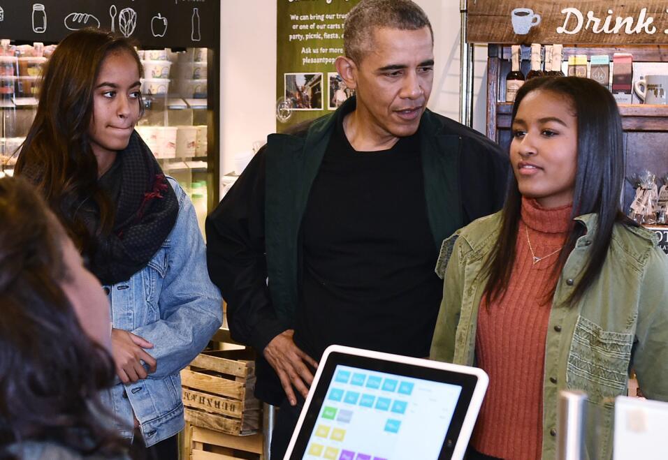 8 lecciones prácticas sobre educación que dejan los Obama como padres ti...