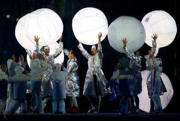 La clausura de la Olimpiada blanca coincidió en Rusia con otra fiesta, e...