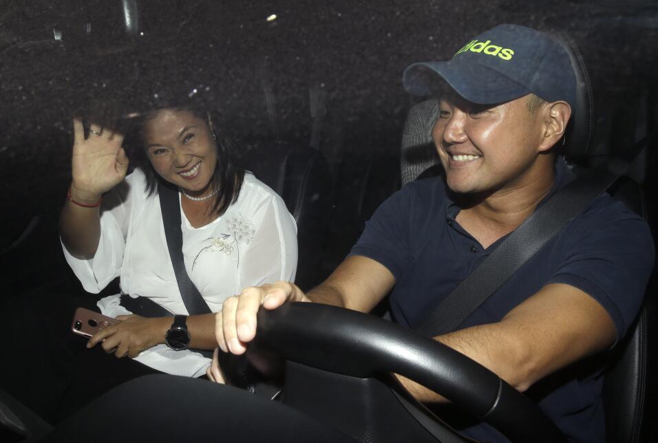 Dos de los cuatro hijos de Fujimori, Keiko y Hiro, llegan a la cl&iacute...