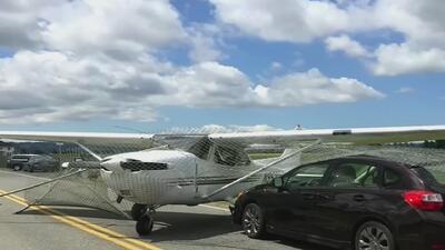 Así quedó una avioneta cuyo piloto tuvo un mal cálculo y se salió de la pista