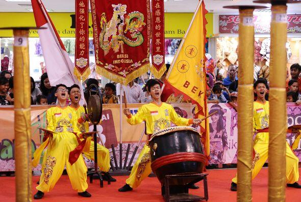 Para interpretar correctamente la danza auténtica del león, los miembros...