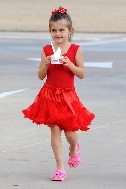 ¡El rojo se impone incluso en las 'fashionistas' más pequeñas del 'showb...