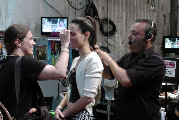 Detrás de cámaras, la actriz Jordana Brewster ya se estaba preparando.