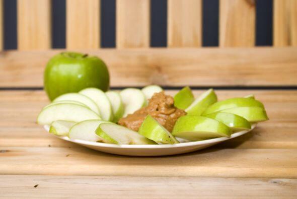 Aporta nutrientes. La mantequilla de maní proporciona fibra, vitaminas y...