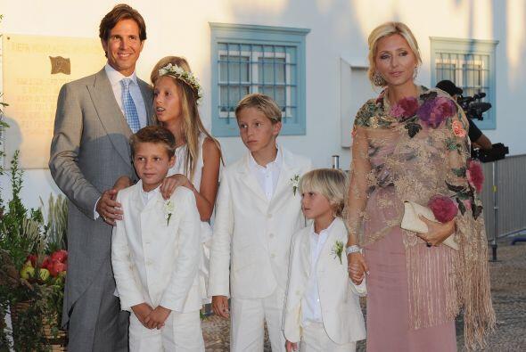 Pero quizá familia más numerosa es la de Marie Chantal quien es princesa...