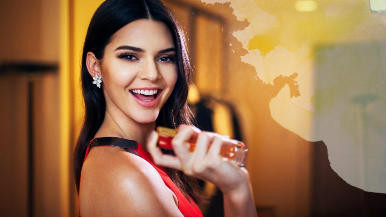 Kendall Jenner nos enseña cómo usar una fragancia provocadora.