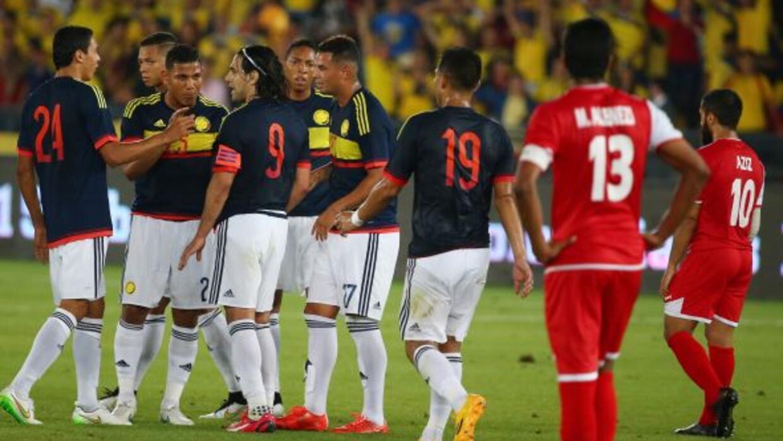Falcao es felicitado por su gol, con el que ya es máximo anotador del se...