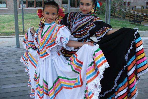 El vestido típico de Melisa es de Jalisco y quiere llegar a ser bailarin...
