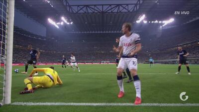 Gran centro de Aurier y Handanovic, con una gran atajada, evitó un gol casi seguro de Kane