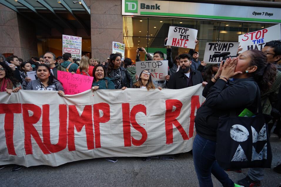 ¿Qué es Donald Trump? Un racista, respondían algunos manifestantes.