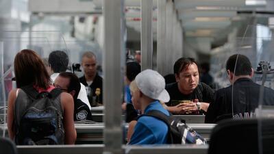 Gobierno refuerza en los aeropuertos el sistema de revisión biométrica a viajeros extranjeros