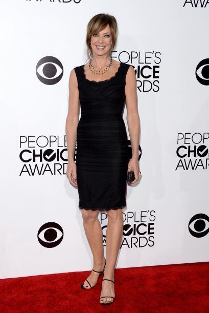 Sencillo pero muy presentable fue el 'outfit' de Allison Janney.
