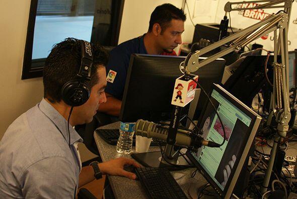 """Omar Chaparro llegó al show para saludar al público, promover su disco """"..."""