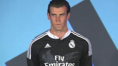 Gareth Bale con la nueva camisa del Real Madrid.