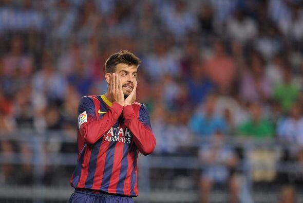 Rostros de preocupación como el de Piqué se veían entre los jugadores de...