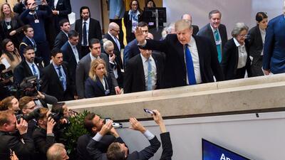 Trump muestra su nacionalismo ante el Foro Económico Mundial (fotos)