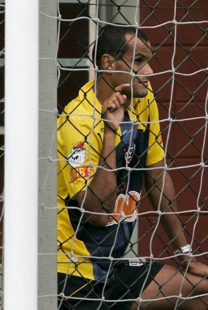 Entre redes sigue siendo él, Rivaldo, campeón de todo en todos lados aun...
