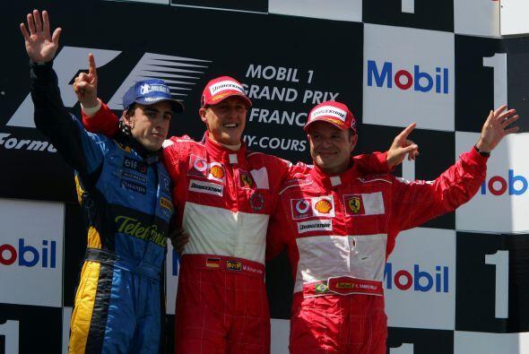 En el podio del Gran Premio de Francia con Schumacher y el brasileño Rub...