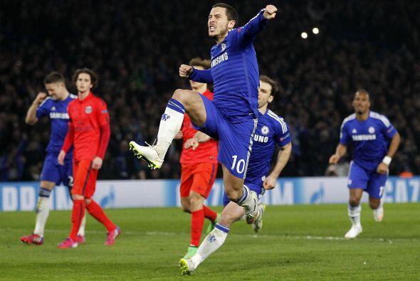 Eden Hazard, jugador del Chelsea, y Yaya Touré del Manchester City gener...