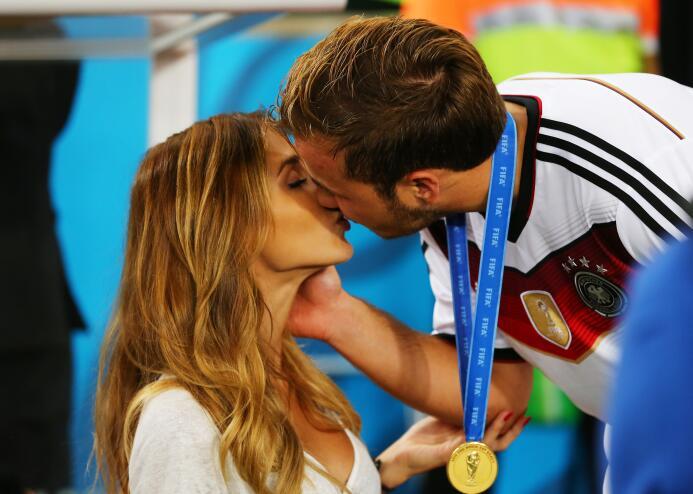 El de Isco con Ramos y más besos del fútbol: una pasión con diferentes f...