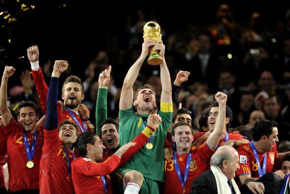 Si España logra el bicampeonato, Iker Casillas sería el primer capitán e...