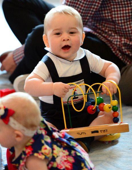 Y se mostró muy animado con los juguetes.