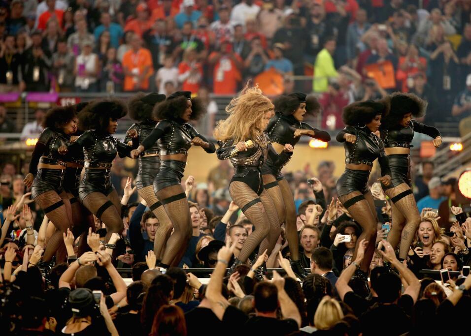 Disfruta de más imágenes del Medio tiempo del Super Bowl 50.