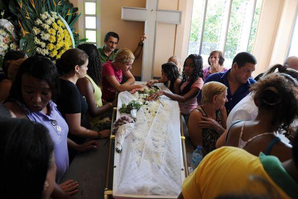 En Brasil se realizaron los primeros entierros de las víctimas que dejó...