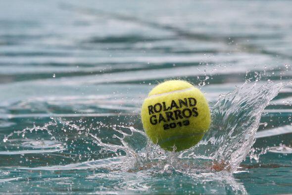 La quinta jornada del segundo Grand Slam del año se vio interrumpida por...