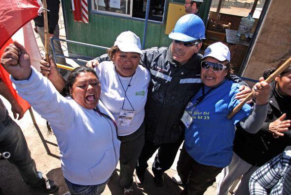 Además de las múltiples muestras de solidaridad de ciudadanos chilenos y...