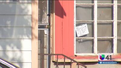 Autoridades buscan al responsable de un tiroteo afuera de una vivienda